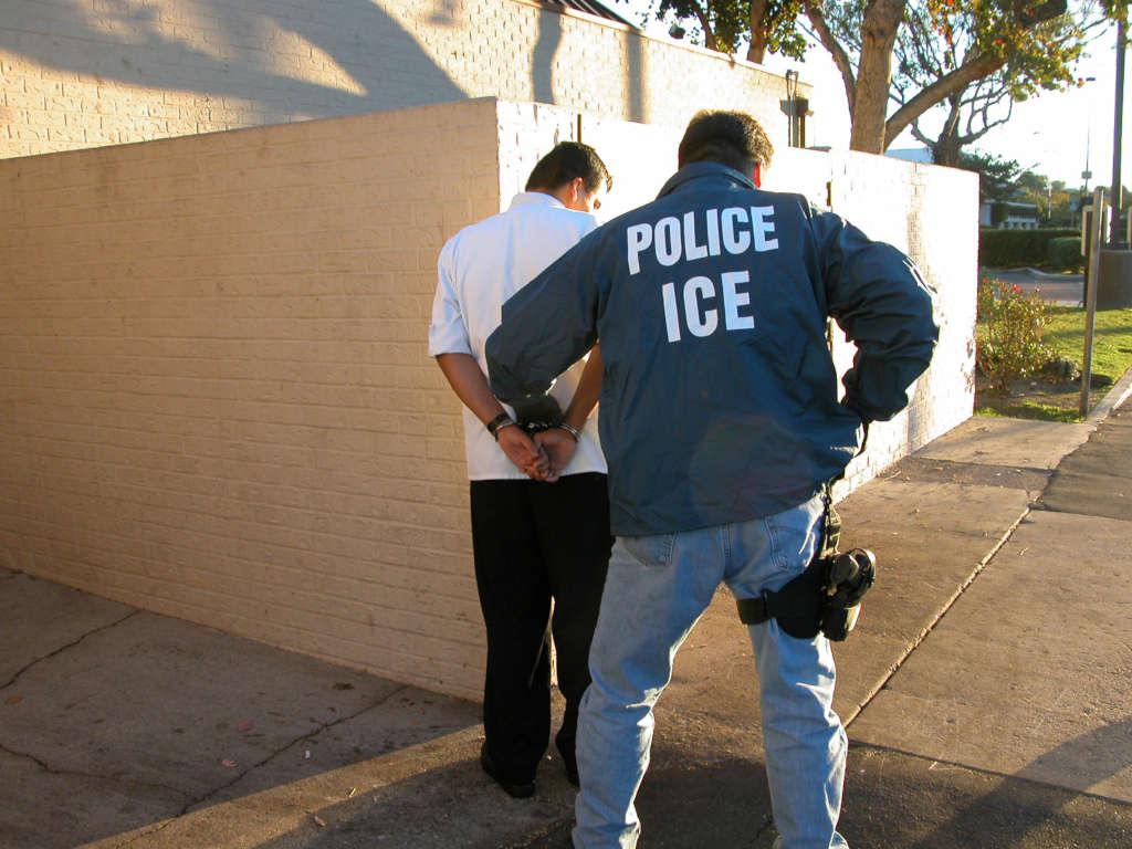 La fraude en matière d'immigration par le mariage et l'aide d'un avocat